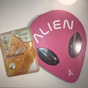 Jeffree Star Alien Palette and free mask💗👽